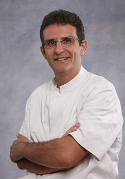 dr. Roberto Kaitsas